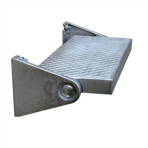 Additional tread for use with aluminium retractable loft ladders