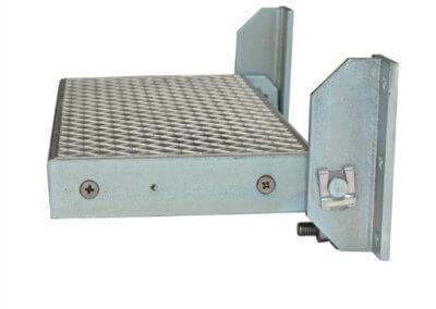 Folding step with adjustable angle